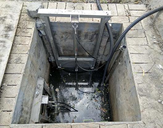 下城区新引进太阳能液压自控截污设备